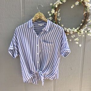 Beach Lunch Lounge striped button down knot tee. S
